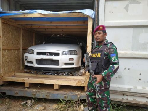 Mobil Mewah Bekas dari Singapura Diselundupkan ke Batam (foto: Aini L/Okezone)