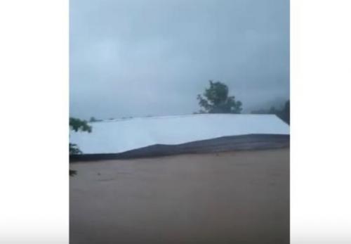 Viral kandang ayam terseret banjir