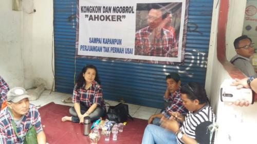 Ahokers Berkumpul di Sekitar Rutan Mako Brimob Kelapa Dua, Depok, Jawa Barat (foto: Wahyu M/Okezone)