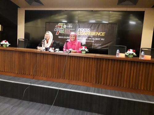 Khofifah Indar Parawansa dan Yenny Wahid. (Dok Okezone)