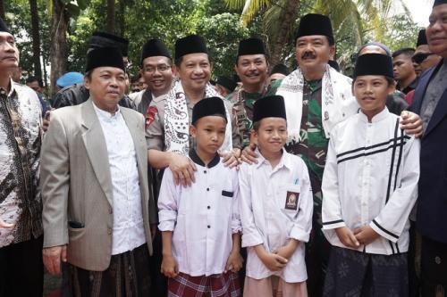 Panglima TNI Marsekal Hadi Tjahjanto saat Silaturahmi Kebangsaan di Ponpes Kempek Cirebon. (Dok TNI)