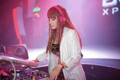 DJ Dinar Candy.