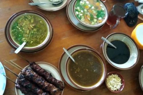 Hal ini membuat dirinya menyempatkan diri dari Surabaya ke Kota Malang untuk mencoba kuliner legendaris satu ini.
