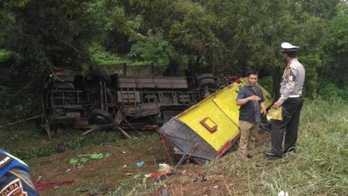 Kondisi Bus yang Mengalami Kecelakaan di Tol Cipularang (foto: Ist)