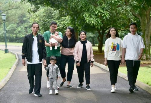 Presiden Jokowi dan keluarga. (Foto: Biro Pers Setpres)