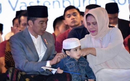 Presiden Jokowi dan keluarga. (Foto: Instagram @jokowi)