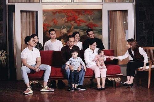 Presiden Jokowi dan keluarga. (Foto: Instagram @jokowi_marufaminofficial)