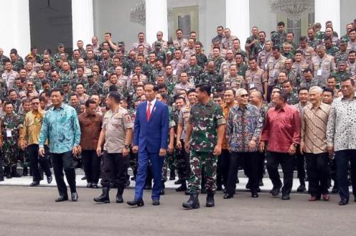 Jokowi, bersama TNI dan Polri