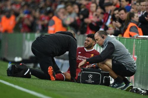 Chamberlain saat mengalami cedera di kakinya