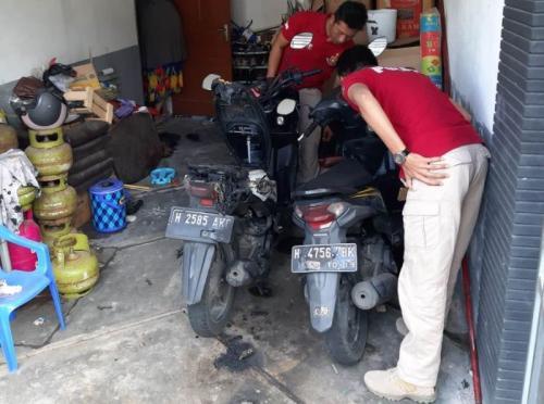 Kasus Pembakaran Sepeda Motor di Semarang (foto: Taufik Budi/Okezone)