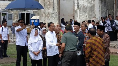Jokowi dan Iriana di Benteng Van Den Bosch, Ngawi (Foto : Fakhrizal Fakhri/Okezone)