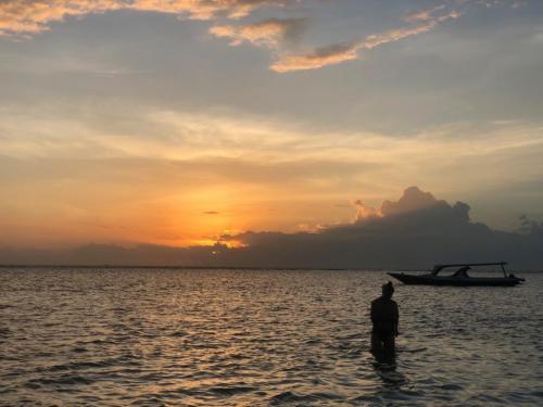 Lembayung senja di Pantai Lombok