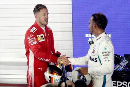 Sebastian Vettel dan Lewis Hamilton
