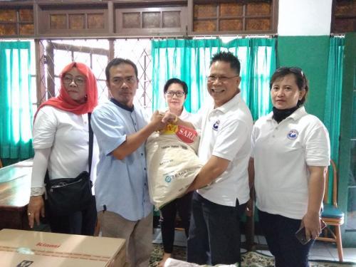 Relawan Liliana Tanoesoedibjo Beri Bantuan ke Panti Asuhan Muslimin Jaya Putri (foto: Neneng/Okezone)