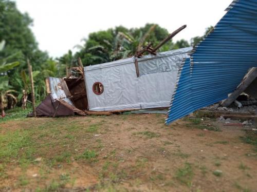 Menara Gereja Roboh Akibat Guncangan Gempa Mentawai (foto: Rus Akbar/Okezone)