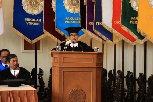 Pengukuhan Guru Besar Prof Dr Cornelis Lay, MA di Universitas Gadjah Mada (UGM), Yogyakarta. (Puspen Kemendagri)