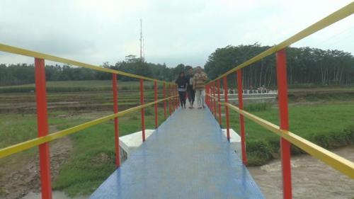 MNC Peduli Bersama Lotte Mart Bangun Jembatan Cipluk, Jawa Tengah (foto: Taufik Budi/iNews)