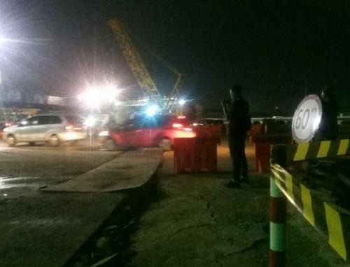 Pemasangan Jembatan di Tol JORR II Tangerang.(Foto : Anggun Tifani/Okezone)