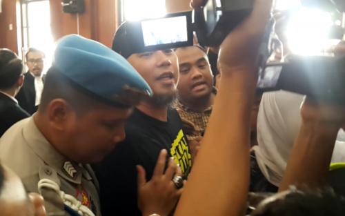 Ahmad Dhani Usai Menjalani Persidangan di PN Surabaya, Jawa Timur (foto: Syaiful Islam/Okezone)