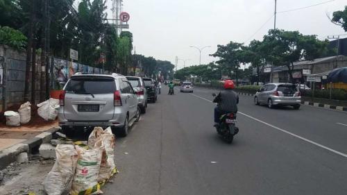 Parkir Liar di Kawasan Depok, Jawa Barat (foto: Wahyu/Okezone)