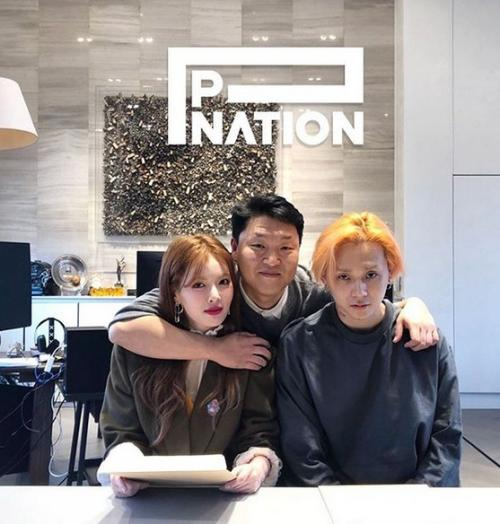 Hyuna bersama Dawn dan PSY. (Foto: Instagram/@pnation)