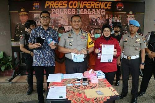 Polres Malang rilis kasus pemerasan yang dilakukan 3 wartawan. (Foto : Avirista Midaada/Okezone)
