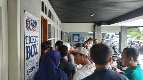 Penonton Timnas Indonesia U-22 vs Arema FC (Foto: Avirista Midaada/Okezone)