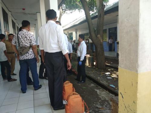 Olah TKP kasus pengeroyokan di SMPN 2 Galesong Takalar. (Dok Polres Takalar)Olah TKP kasus pengeroyokan di SMPN 2 Galesong Takalar. (Dok Polres Takalar)