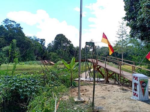 Peresmian Jembatan Gantung Badak Putih ini di Labian Ira'ang, Kecamatan Batang Lupar, Kabupaten Kapuas Hulu. (Dispenad)