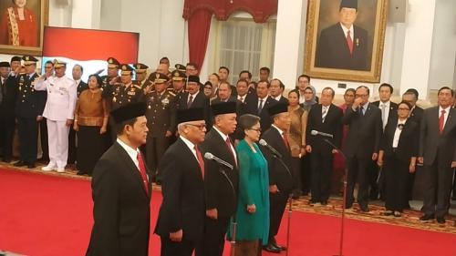 Jokowi lantik 5 dubes RI untuk negara sahabat di Istana Negara, Jakarta. (Foto : Fakhrizal Fakhri/Okezone)