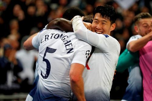 Jan Vertonghen dan Son Heung-min (Foto: Laman resmi UEFA)