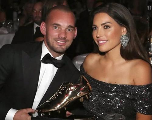 Wesley Sneijder bersama Istri
