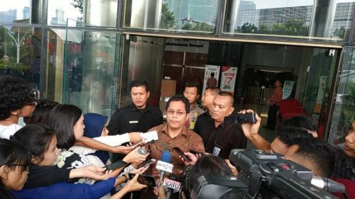 Sekjen DPR RI Indra Iskandar Usai Diperiksa Penyidik KPK terkait Kasus Suap Taufik Kurniawan (Foto: Puteranegara/Okezone)