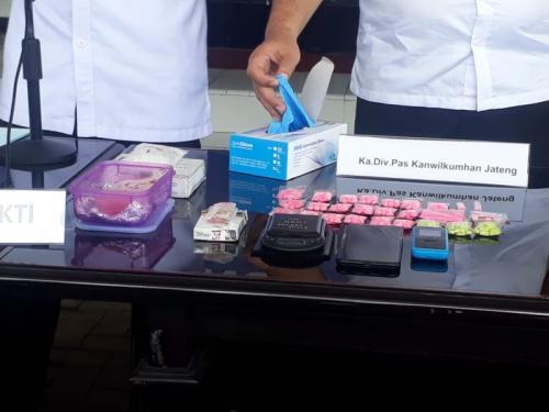 BNN Jateng Ungkap Jaringan Narkoba di Lapas Kedungpane, Semarang, Jateng (foto: Taufik B/Okezone)