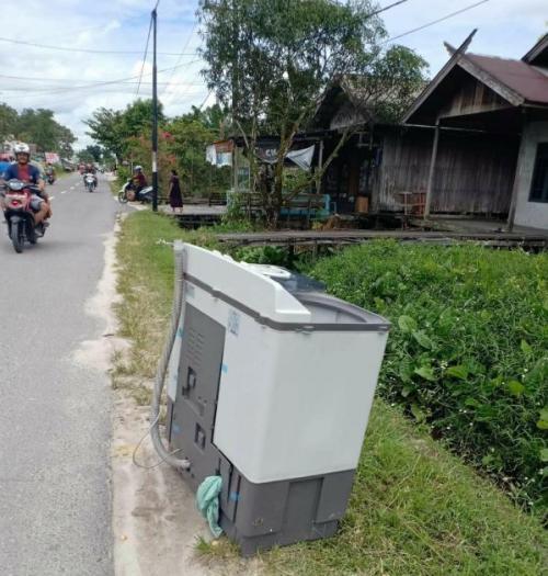 Penemuan Ular Kobra di Dalam Mesin Cuci di Kotawaringin Barat, Kalteng (foto: Sigit Dzakwan/Okezone)