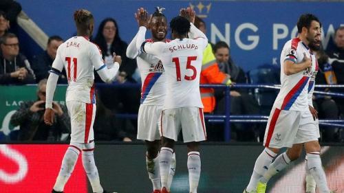 Mitchy Batshuayi membawa Crystal Palace unggul 1-0 di babak pertama (Foto: laman resmi Premier League)