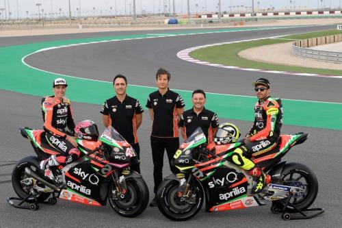 Fausto Gresini bersama pembalap di tim Aprilia Gresini