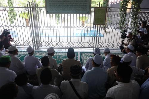 Prabowo ziarah ke makam pendiri NU