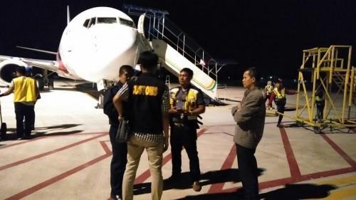 Pesawat Malaysia Airlines MH 724 rute Jakarta tujuan Kuala Lumpur mendarat darurat di Bandara Sultan Thaha Syaifudin (STS) Jambi, pada Senin (25/2/2019) malam. (ist).