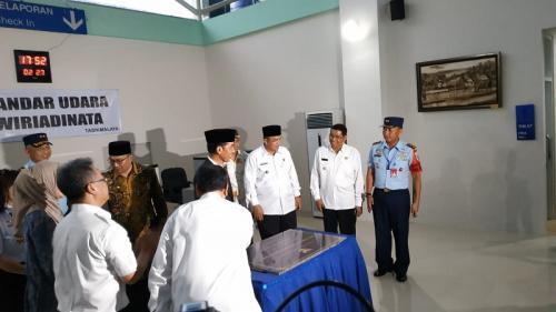 Presiden Jokowi saat resmikan terminal Bandara Wiridinata, Tasikmalaya. (Foto : Fakhrizal Fakhri/Okezone)