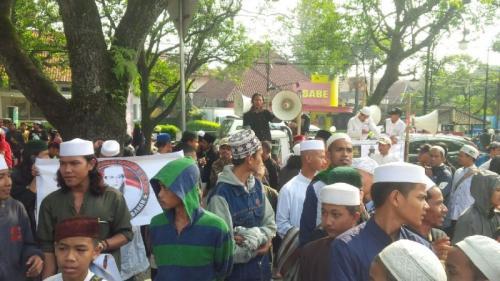Orasi Sidang Habib Bahar Smith (Foto: CDB/Okezone)