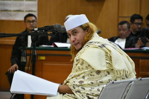 Habib Bahar bin Smith Jalani Sidang Perdana Kasus Kekerasan Anak di PN Bandung (foto: CDB Yudistira/Okezone)