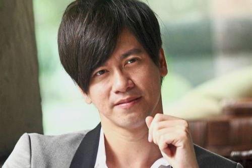 Dia dari koma setelah mendengarkan lagu berjudul Lee Chi Xin Jue Dui (Absolutely Devoted) yang dinyanyikan Lee.