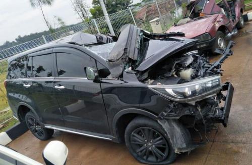 Mobil yang Bupati Demak kecelakaan (Foto: Ist)