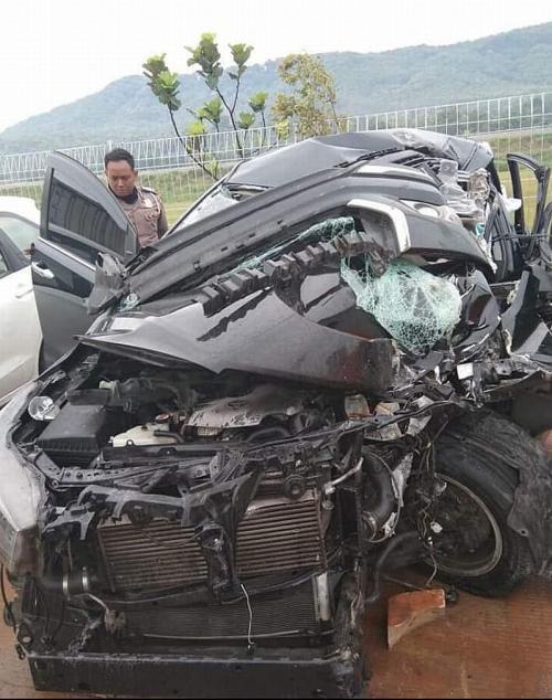 Mobil Bupati Demak ringsek karena mengalami kecelakaan (Ist)