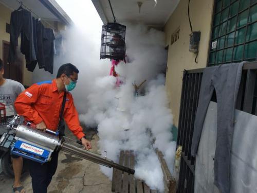 Fogging Perindo di Karang Tengah, Tangerang (foto: Anggun Tifani/Okezone)