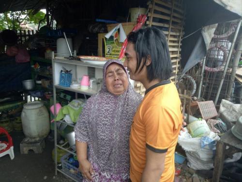 Caleg Perindo Charly Vanhouten Temui Bocah Berkelamin Ganda di Subang, Jawa Barat (foto: Mulyana/Okezone)