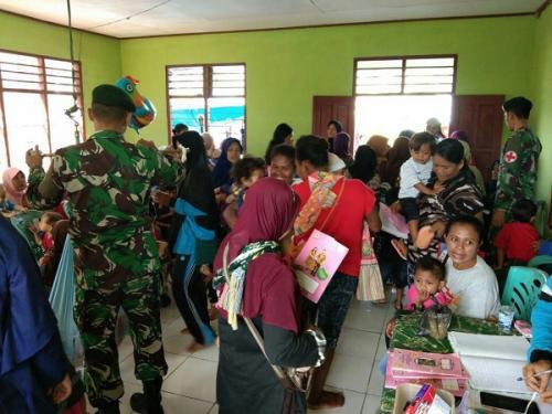 Peduli Balita dan Ibu Hamil, Yonif 328 Gelar Posyandu di Perbatasan RI-Papua Nugini. (Dispenad)