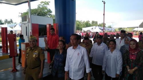 Jokowi saat peresmian Tol Trans Sumatera ruas Bakauheni-Terbanggi Besar. (Foto : Fakhrizal Fakhri/Okezone)