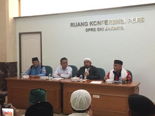 Wakil Ketua DPRD DKI Terima Tuntutan dari Ormas Bela Islam soal Saham Bir (foyo: Sarah/Okezone)